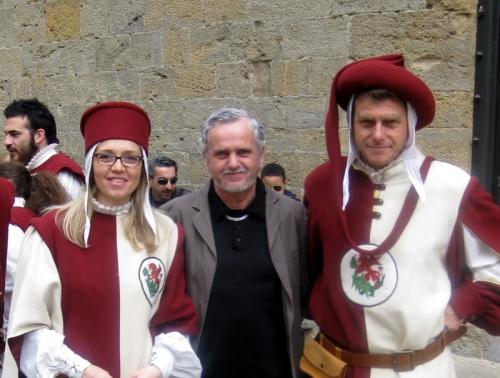con gli sbandieratori di Volterra.jpg